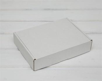 Коробка 20х15х4,5 см из плотного картона, белая
