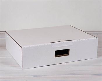 Коробка картонная с ручкой 45х35х12 см, белая