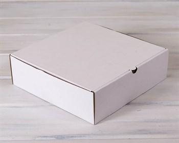 Коробка для высокого пирога 28х28х8,5 см из плотного картона, белая